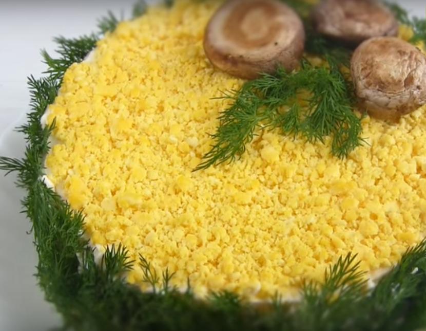 """Салат """"Мимоза"""" по-новому с грибами"""