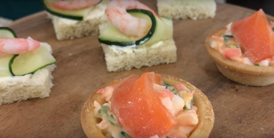 Закуска из красной рыбы и креветок на новогодний стол (2 вида)