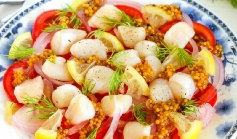 Очень вкусный салатик с морскими гребешками и помидорами