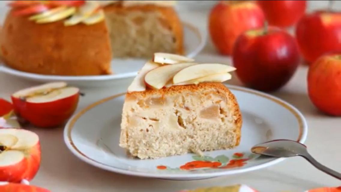 Готовим в мультиварке: обалденный манник с яблоками