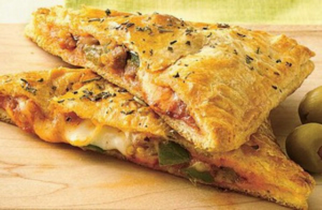 """Потрясающая закрытая пицца """"Кальцоне"""" с ветчиной: все просто и безумно вкусно"""