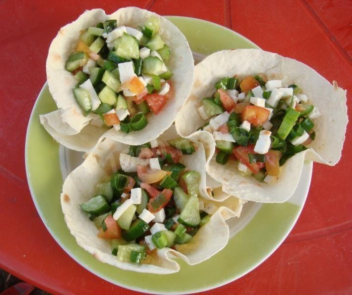 Корзинки из лаваша с салатом-быстрая и простая закуска