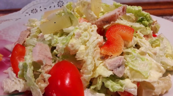 Очень нежный и легкий салат «Мозаика» с куриным филе