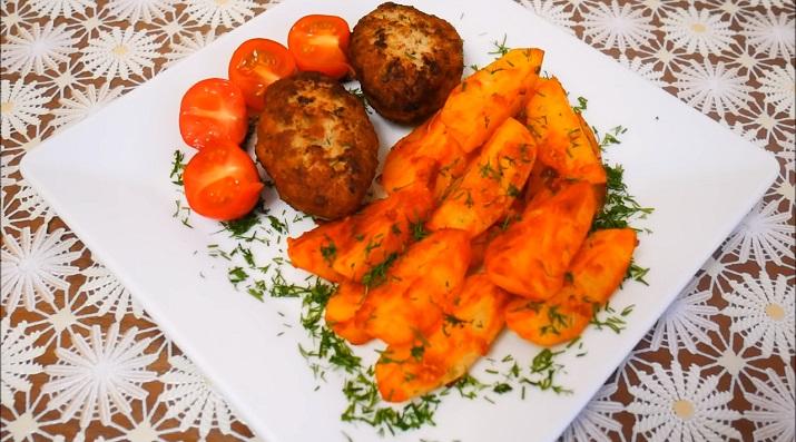 Отличный ужин: запеченный в духовке картофель и сочные котлеты