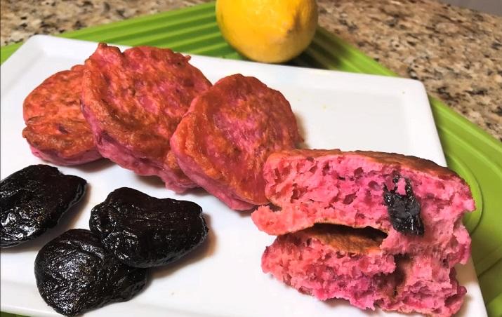 Оладушки со свеклой и черносливом: замечательный завтрак