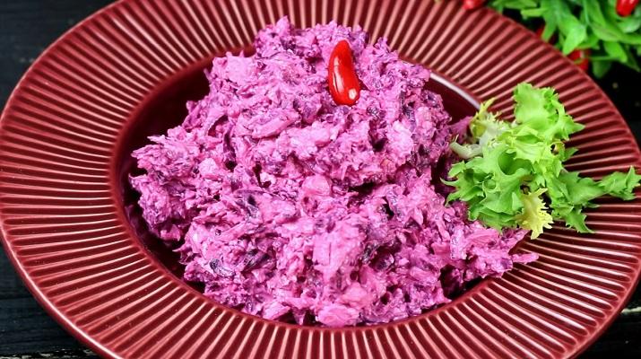 Изумительный салат «Розовый фламинго»: простой рецепт