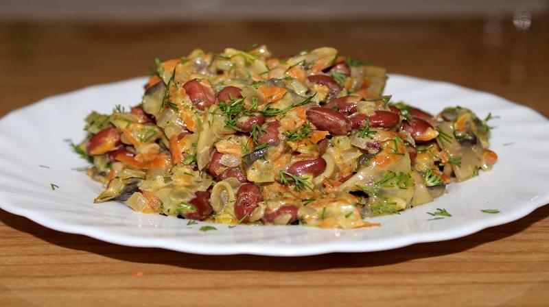 Салат с фасолью и грибами: вкусно, сытно и полезно