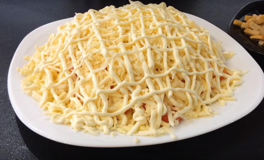 Салат со шпротами: просто, быстро и вкусно