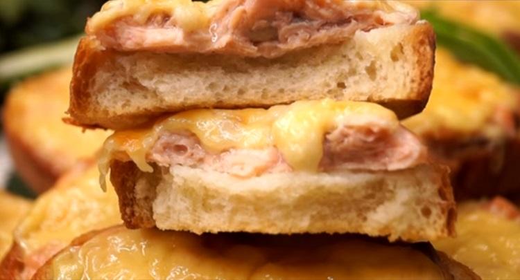 Горячие бутерброды с рыбой: сколько не сделай, всегда мало