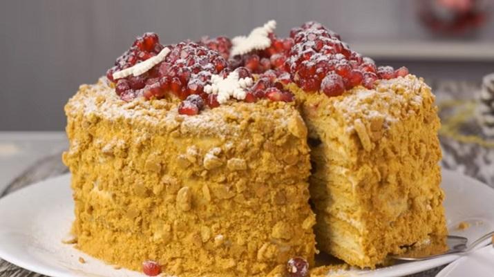 Торт «Медовик» в зимнем стиле: фантастическая вкуснятина