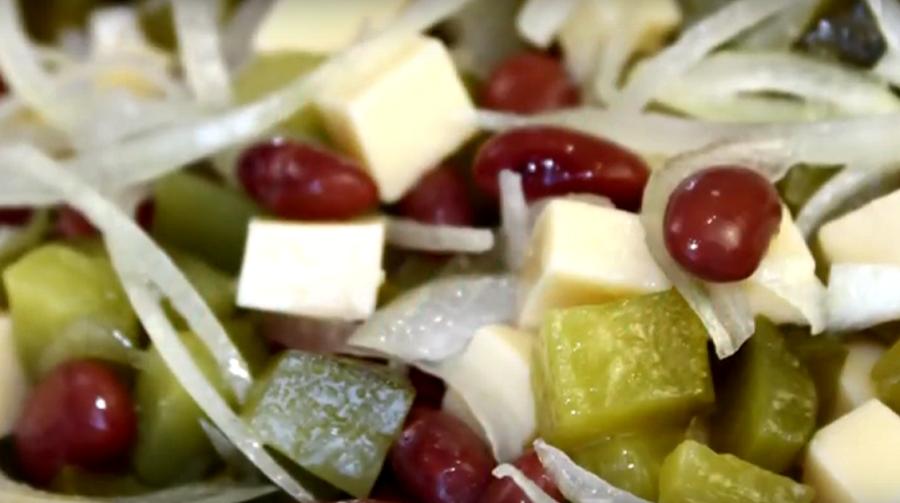 """Салат """"Бюджетный"""": очень вкусно, просто и не дорого"""
