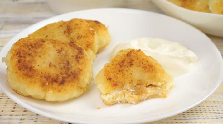 Идеальные сырники со сгущенкой внутри: рецепт без муки