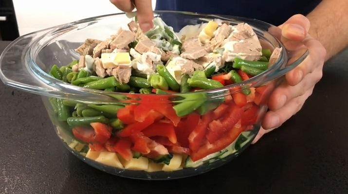 Мясной салат «Любимчик»: сытный салат с необычным вкусом