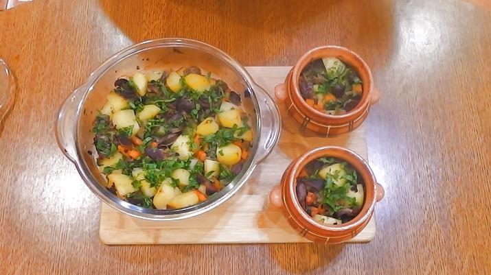 Картофель, томленый с куриными желудками: в горшочках (и не только)