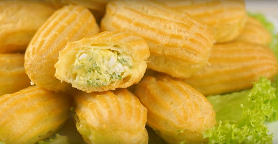 Закусочные эклеры с несладкой сырной начинкой