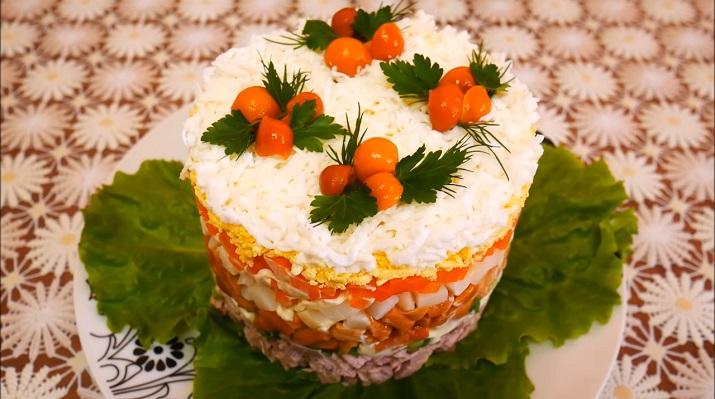 Праздничный салат с мясом и опятами