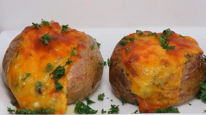 Вкусная картошка с сыром и грибами в духовке: секреты приготовления