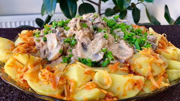 Вкуснейший обед на всю семью: картофель с грибами и печенью