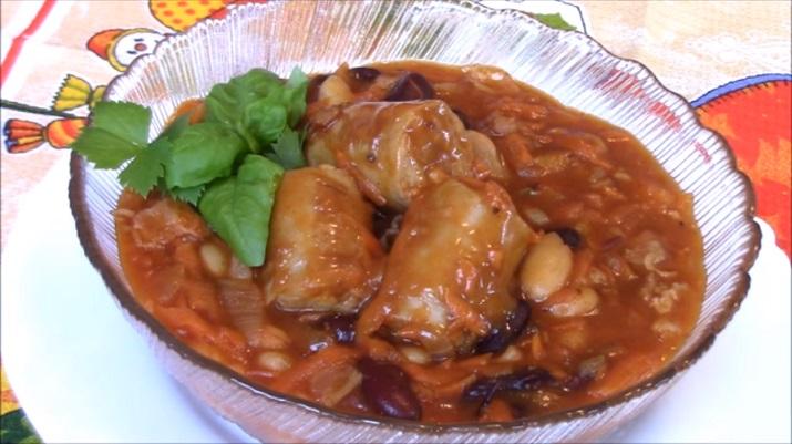 Аппетитная фасоль с беконом и купатами: сытное и очень вкусное блюдо