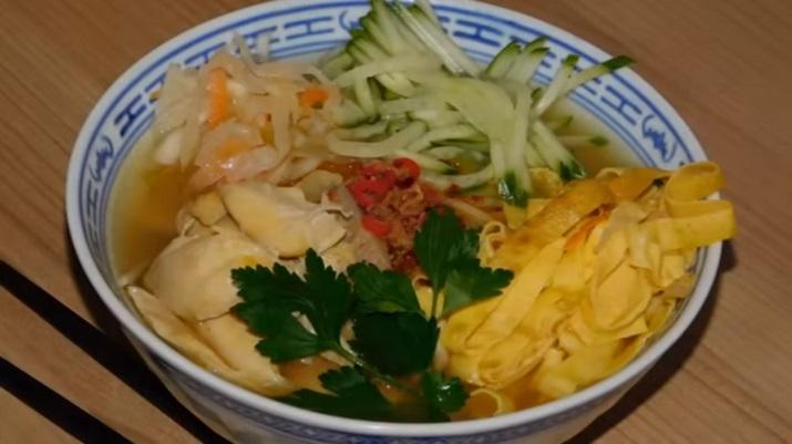 Очень вкусный суп с лапшой: в азиатском стиле