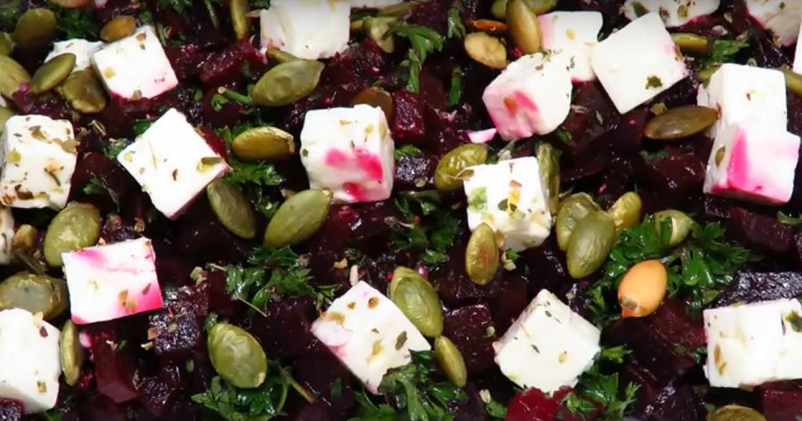 """Вкусно и полезно! Салат со свеклой и сыром """"Фета"""""""