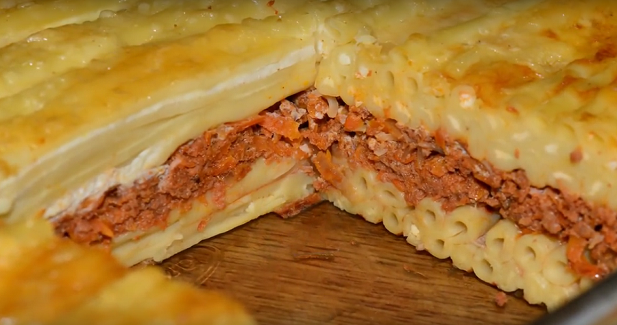 Это блюдо съедается до крошки: запеканка из макарон с фаршем