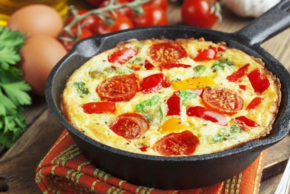 Восхитительное блюдо к завтраку: овощи в омлете