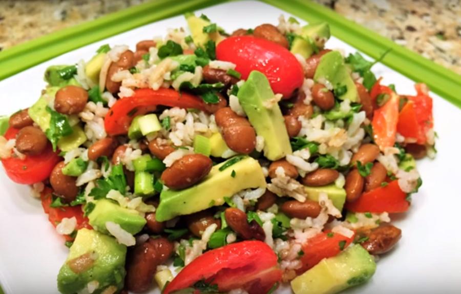Горячий салат для правильного и здорового питания