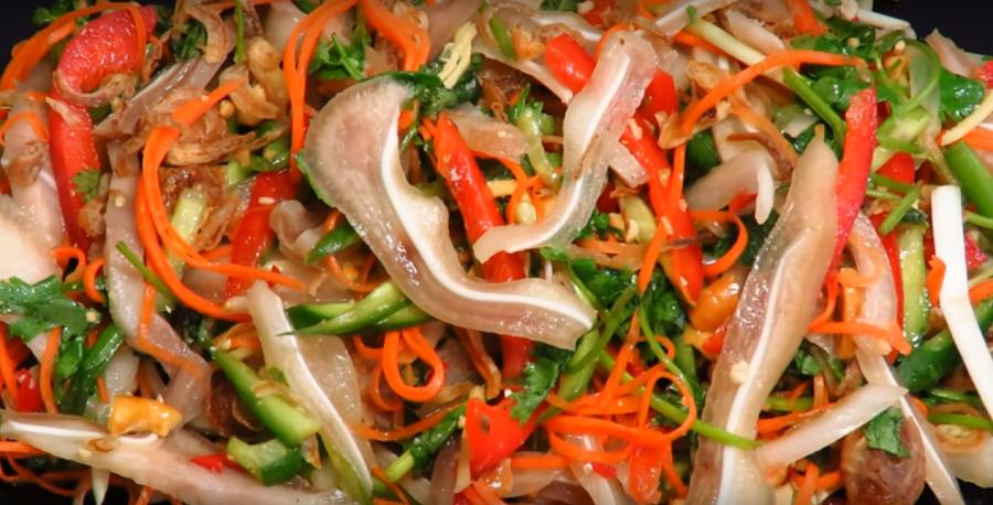 Вкусный салат азиатской кухни. Его обязательно стоит попробовать