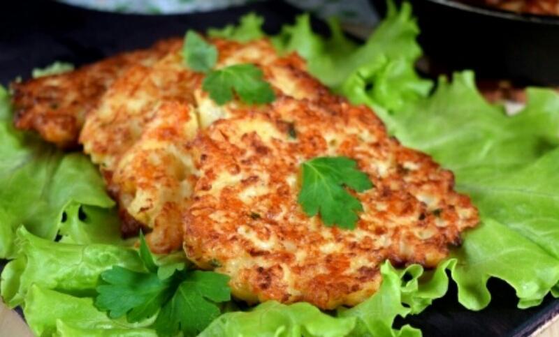 Аппетитные оладьи из цветной капусты с сыром