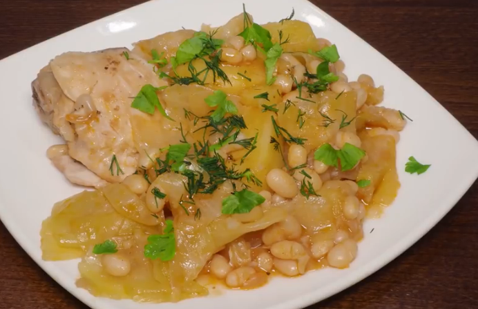 Готовим в мультиварке: очень вкусное овощное рагу с курицей и фасолью