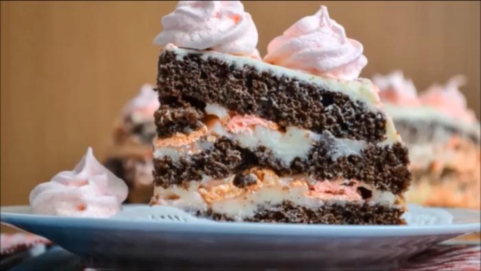 Божественный бисквитный торт с безе: влюбляешься в него с первого кусочка