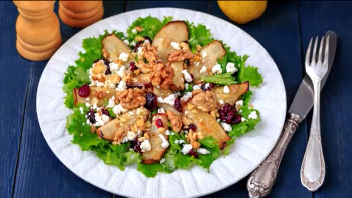 Легкий теплый салат с грушей: божественное наслаждение