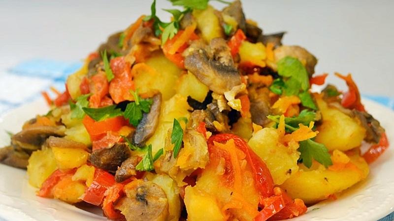 Очень простое овощное рагу с грибами за 20 минут