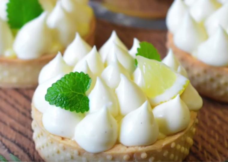 Тарт с лимонным курдом и заварным кремом