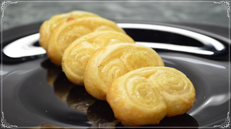 Домашнее печенье «Слоеные ушки» на раз-два: из слоеного теста