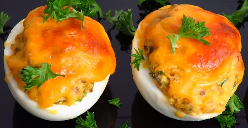 Супер яйца с сыром, запеченные в духовке: удивите родных
