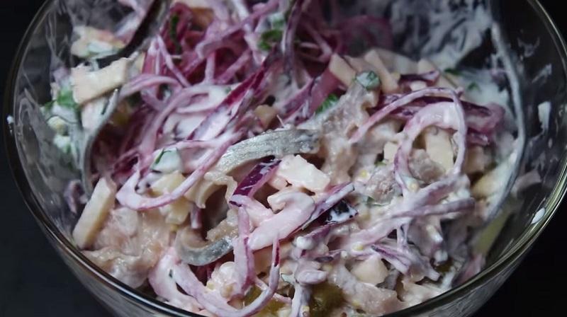 Потрясающий воображение салат из селедки