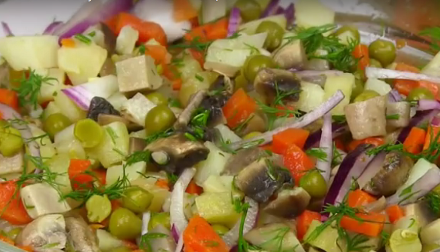 Постный вкусный салат: полноценный ужин