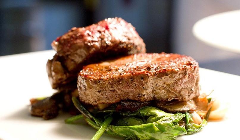 Готовим в мультиварке: потрясающе вкусный стейк из свинины