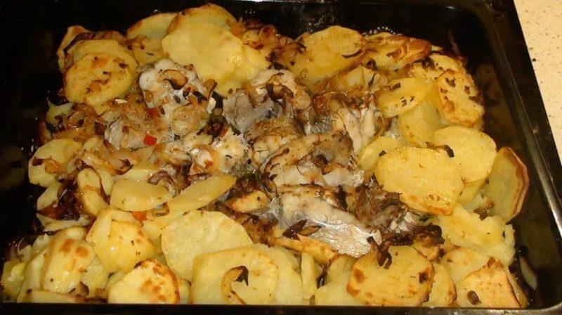 Вкусная рыбная запеканка из трески  с картошкой
