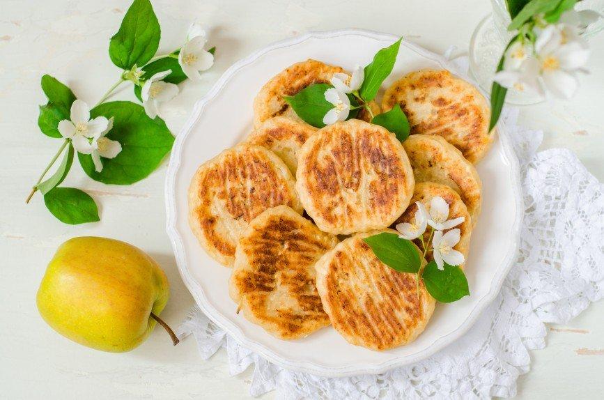 Сырники с яблоком и медом