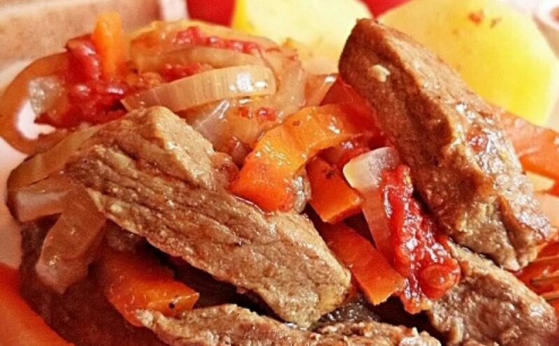 Сочное и ароматное блюдо на ужин: говядина с овощами в горшочке