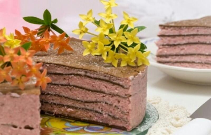 Невероятно вкусный блинный торт с клубникой: вы не заметите, как его не станет