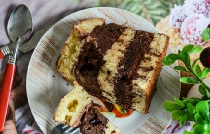 """Всеми любимый торт """"Зебра"""" на сметане: самый простой рецепт"""