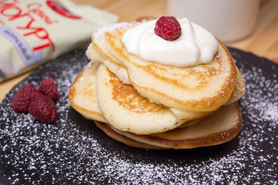 Оладьи на йогурте: сытный завтрак для всей семьи