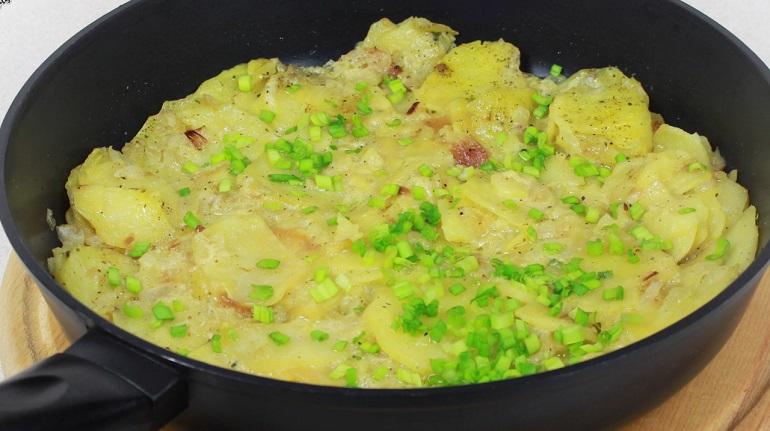 Вкусный картофель, тушенный в молоке: быстрый рецепт