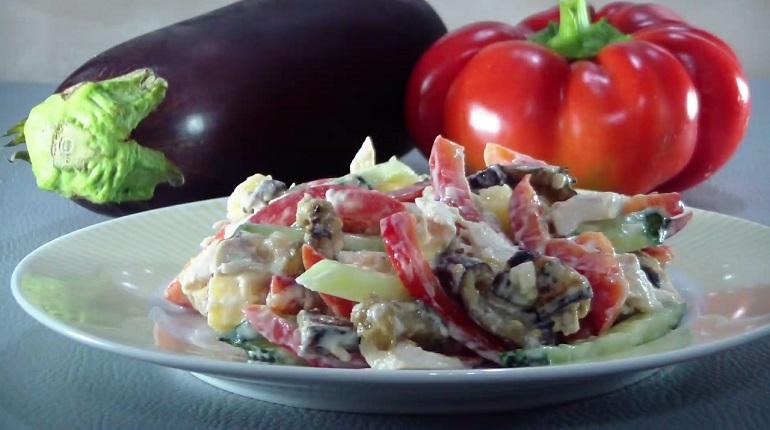 Сытный салат из овощей и курицы: очень вкусно