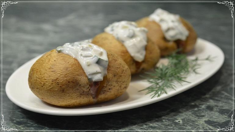 Картошка в духовке с вкуснейшим сметанным соусом: объедение, да и только