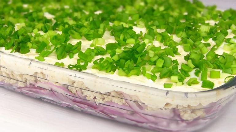 Луковый салат с фаршем: вкусная новинка